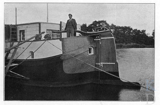 De Zwerver, eerste woonboot van Nederland.