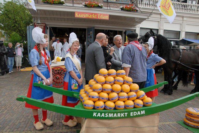 Kaasmarkt in Edam.