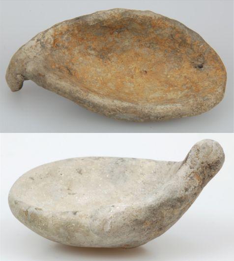 Twee lepels van Hoogkarspel-jong aardewerk.