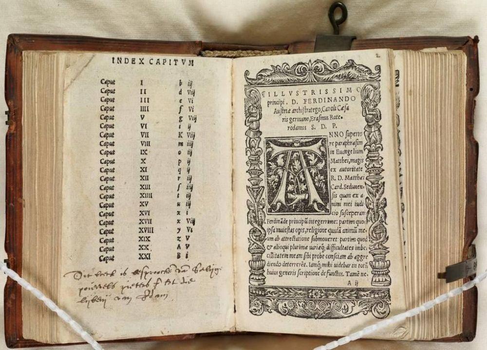 Een van de twee oude boeken.