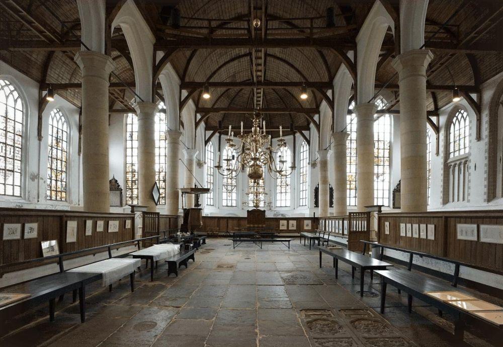 Grote kerk Edam, interieur.