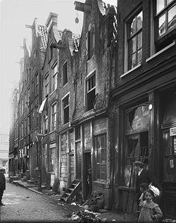 Krotwoningen in de Amsterdamse Pijp, eind 19e eeuw.