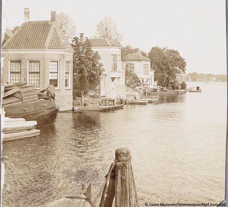 De theekoepel in de achtertuin van Westzijde 114 te Zaandam