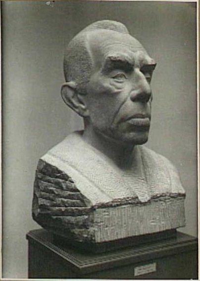 Portretbuste van de kunstcriticus en adviseur Dr. H.P. Bremmer