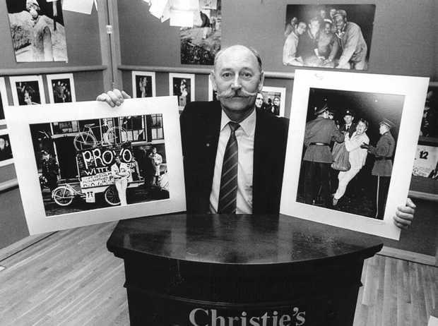 Provo-fotograaf Cor Jaring laat bij Christie's op 13/10 ca. 200 van zijn foto's veilen. Rechts de arrestatie van Anton Beke bij het Lieverdje in '65 links Bernard de Vries tijdens een verkiezingscampagne in '67