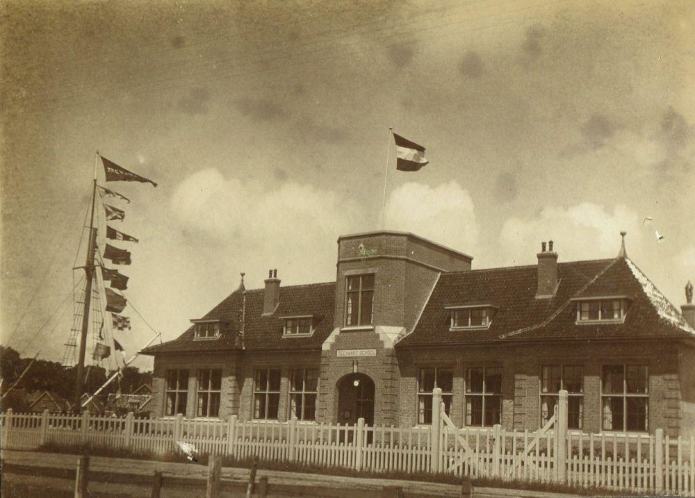 Zeevaartschool Texel in feesttooi