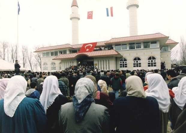 De opening van de Sultan Ahmet Moskee in november 1994
