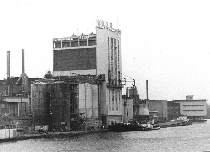 Fabriek de Bijenkorf van de Koninklijke Scholten Honig tijdens de bezetting in 1978