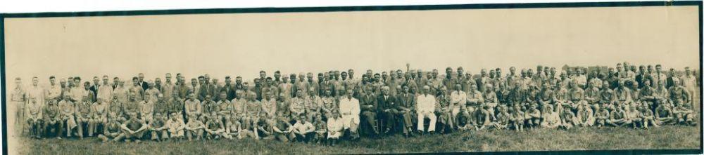 Op 1 juli 1943 wordt het 50-jarig bestaan van de fabriek gevierd en gaat het voltallige personeel op de foto