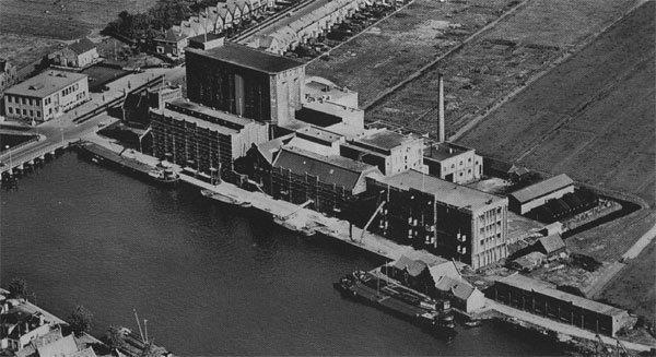 Lassie na de bouw van de silo's in 1912