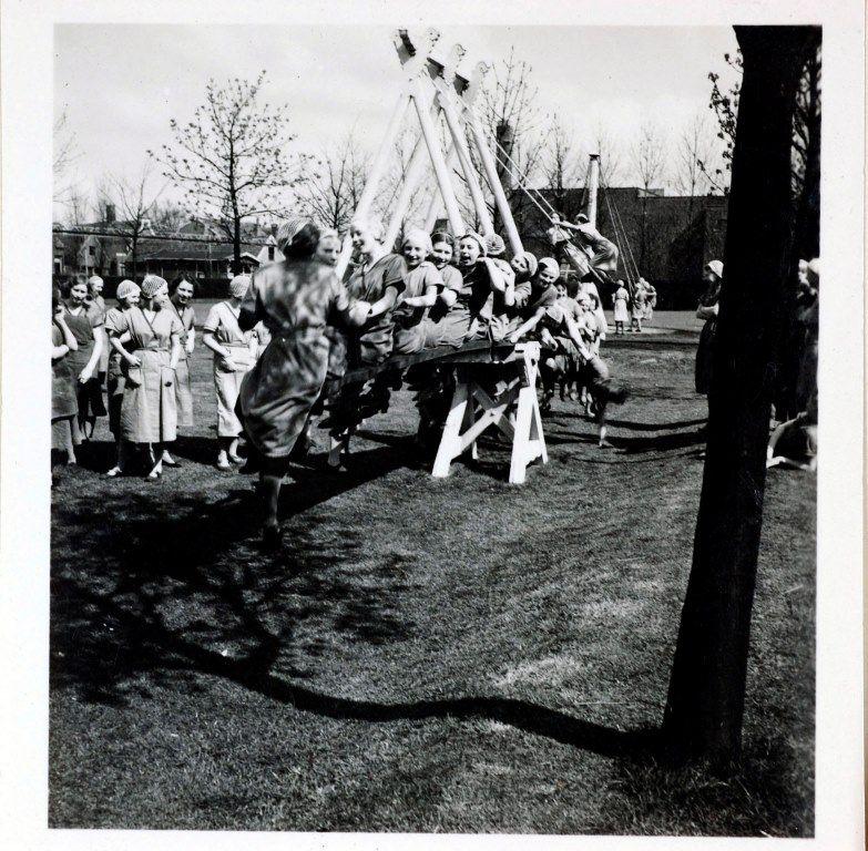 De wip op het speelveld, 1936.