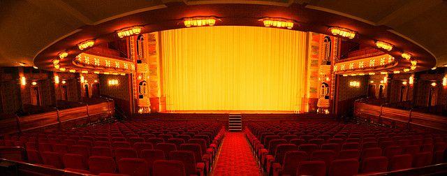 Panorama van de grote zaal in bioscoop Tuschinski
