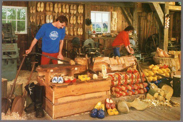 Klompenmakerij op de Zaanse Schans 1983