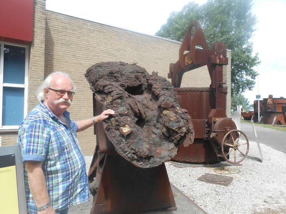 Rob Meijer bij een 'gietgoot'