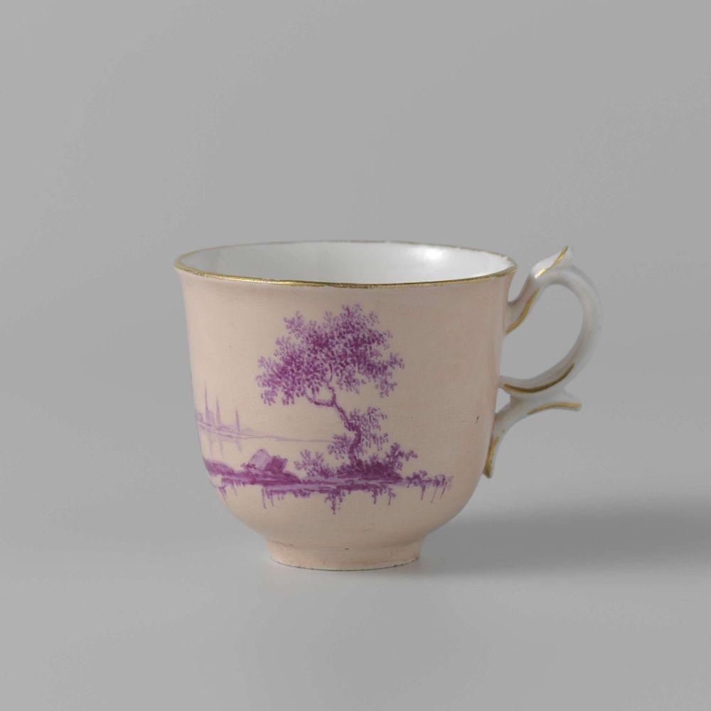 Kopje van een 18de eeuwse koffie- en theeservies