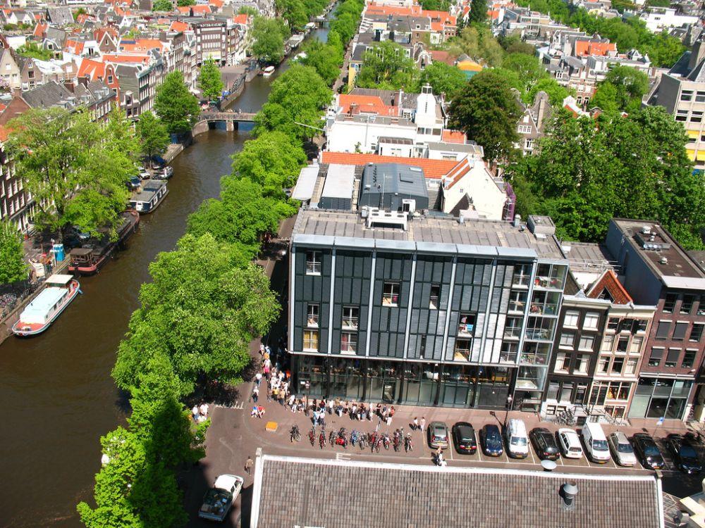 Mensen in de rij voor het Anne Frank Huis. Beeld: Bogdan Migulski via Flickr