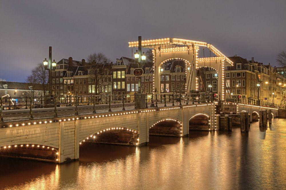 De Magere Brug in Amsterdam. Beeld: Wikimedia Commons.