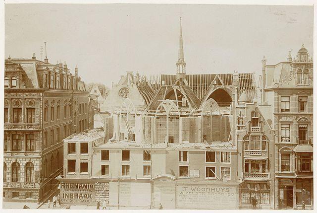 De Nieuwezijds Kapel tijdens de afbraak in 1908.