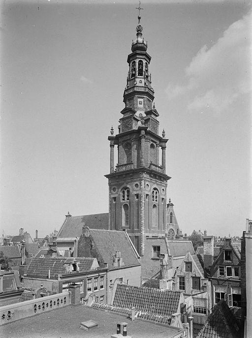 De Zuiderkerkstoren in 1915.