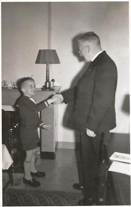 Pastoor Bakker en schrijver dezes, ca. 1955.