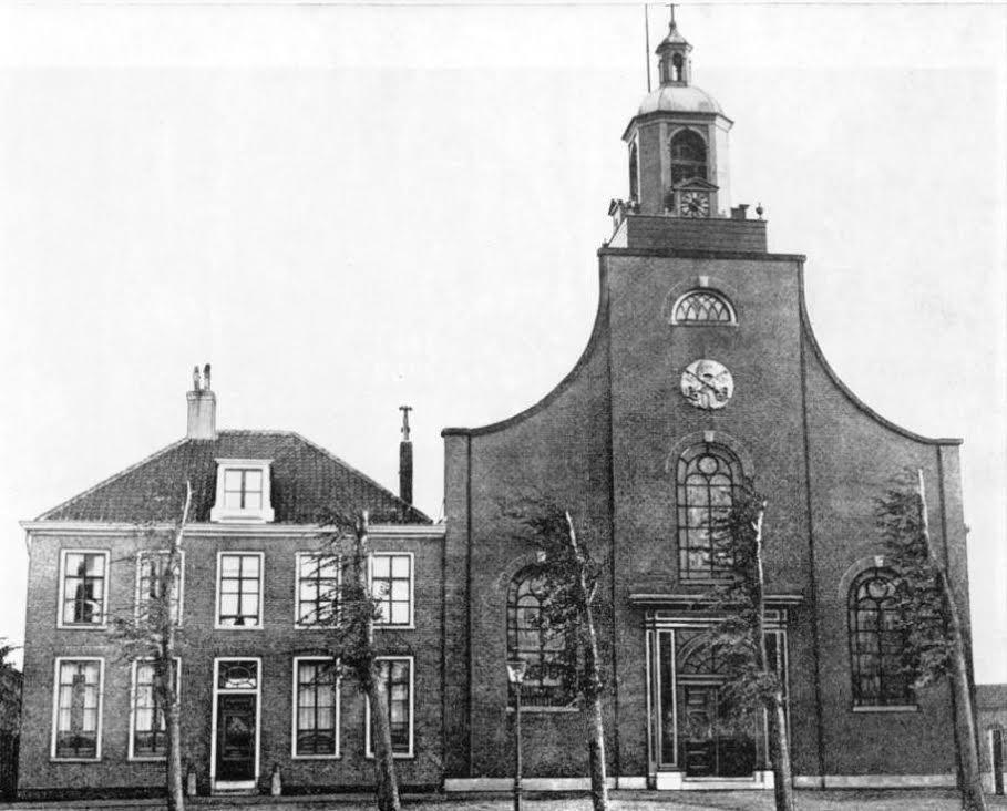De Petrus en Pauluskerk in Den Helder, voorgevel.