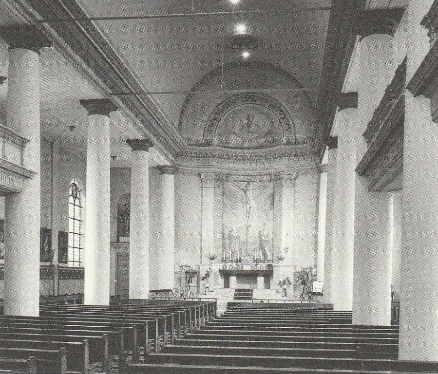 De HH. Petrus en Pauluskerk in Den Helder, interieur omstreeks 1900.
