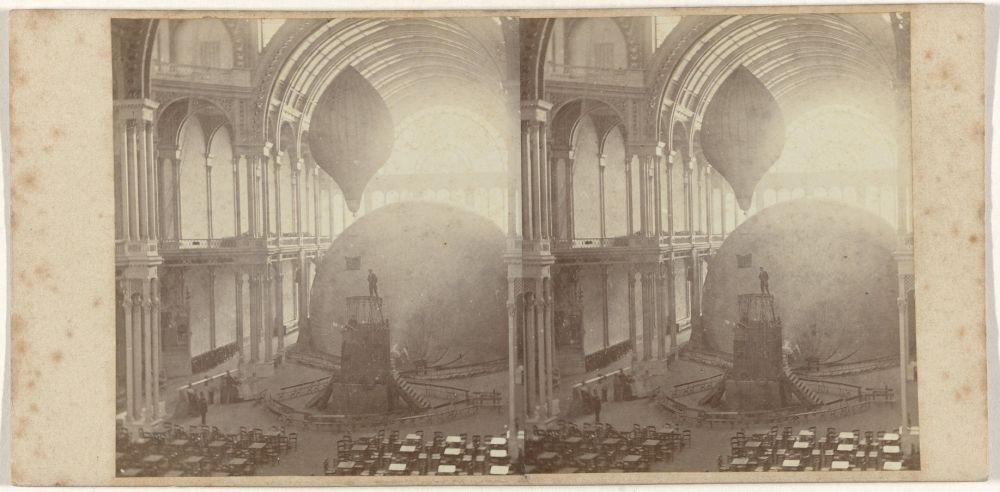 Reuzenballon 'Le Geant' wordt met gas gevuld in het Paleis voor Volksvlijt, 1865.