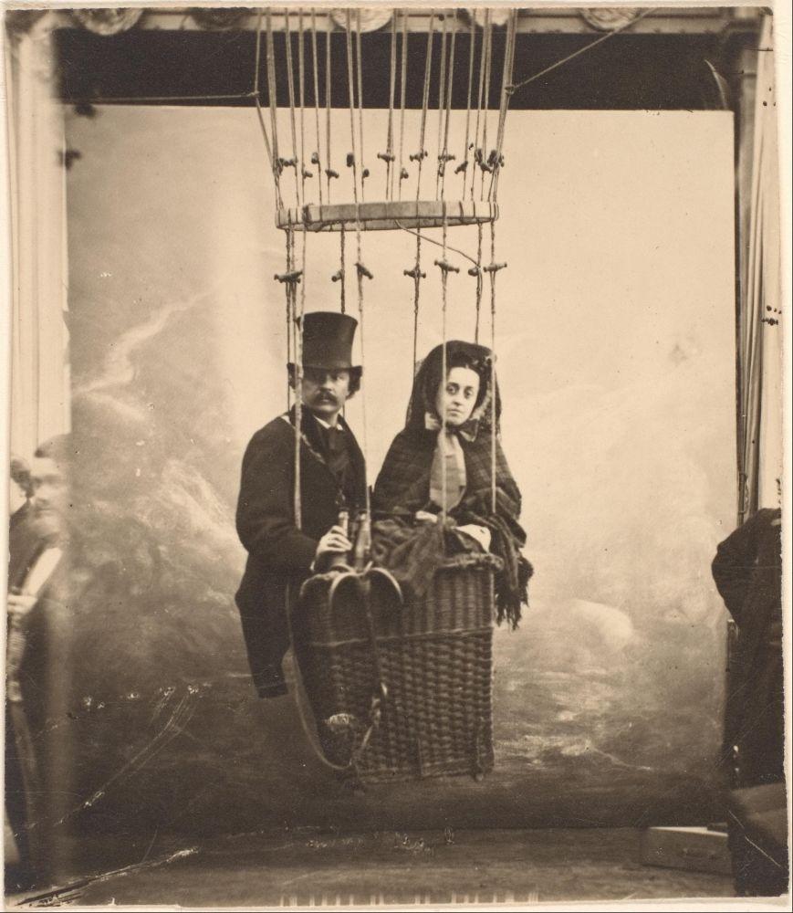 Nadar en zijn vrouw Ernestine in een luchtballon, ca. 1865.
