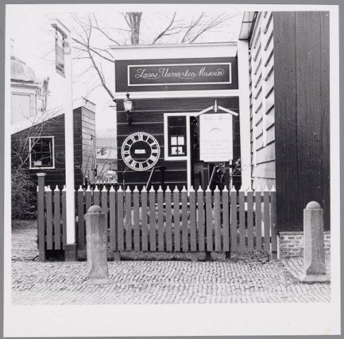 Beeld van het 'Zaans Uurwerken en Klokkenmuseum', zoals Museum Zaanse Tijd voorheen heette.