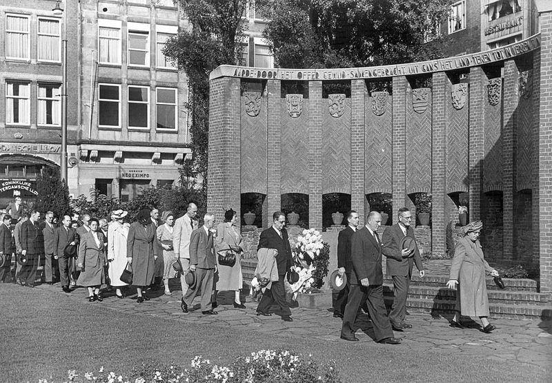 Tijdelijk monument in 1947
