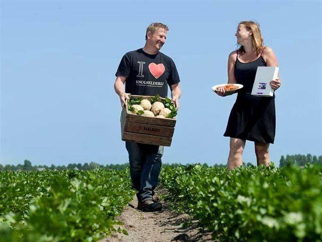 Ted en Nicoline Vaalburg verbouwen knolselderij, dat ze nu ook in de hamburgers van Boer Ted verwerken