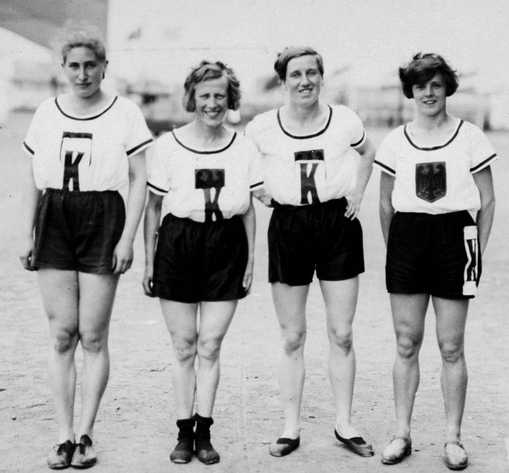 Duitse vrouwen voor de estafette (4x100 meter)