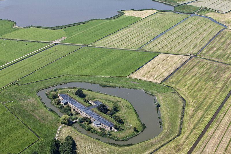 Fort bij Krommeniedijk vanuit de lucht gezien