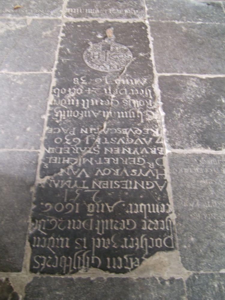 Grafsteen van H. Koster in de Grote Kerk te Weesp.