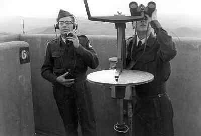 Oefening met luchtwachtinstrument, jaren vijftig.