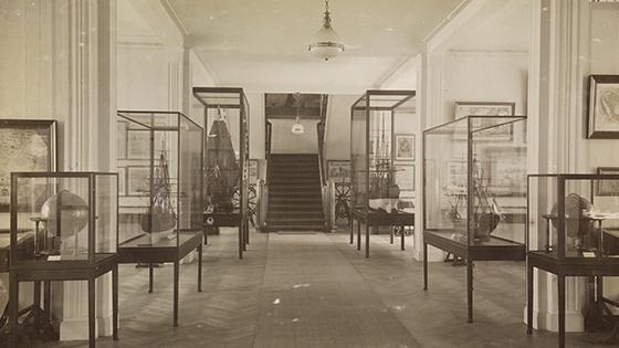 Het Scheepvaartmuseum opende in 1922 in de Cornelis Schuytstraat in Amsterdam-Zuid
