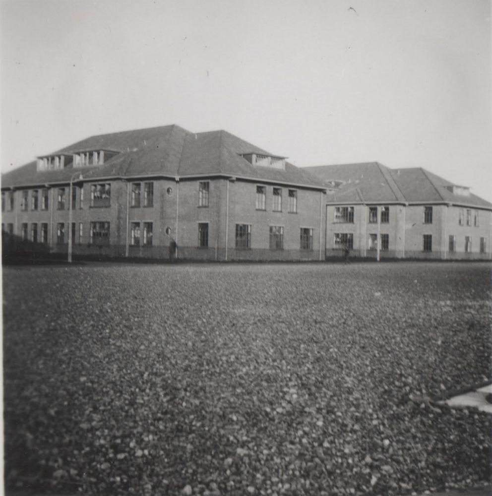 De manschapsgebouwen van de Kolonel Palmkazerne kort na de bouw in 1939.