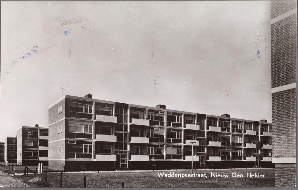 Flatwoningen in de Waddenzeestraat bij de Texelstroomlaan