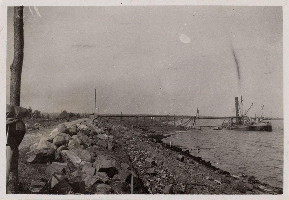 Zandzuiger aan de Zeevangs Zeedijk tussen Edam en Oosthuizen, september 1916.