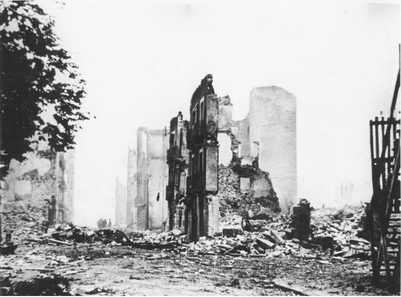 De ruïnes van de Spaanse stad Guernica, 1937. Beeld: Bundesarchiv Bild 183-H25224,