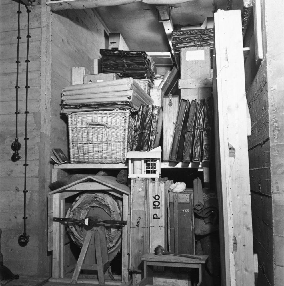 St. Pietersberg, waar in een grot de kunstschatten van het Rijksmuseum tijdens de oorlog waren opgeborgen (1945). Linksonder de Nachtwacht op een rol, 27 juli 1945. Beeld: Anefo, Nationaal Archief via Flickr.