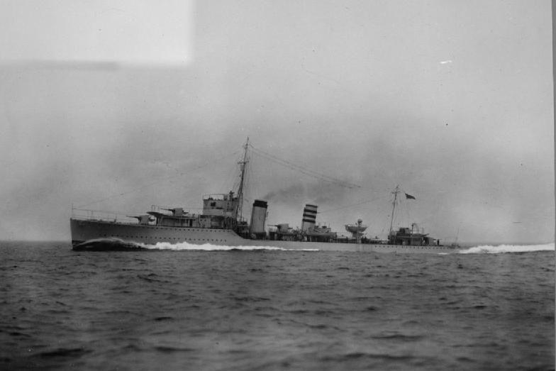 De HMS Codrington, A-klasse torpedobootjager die het prinselijk gezin naar Engeland bracht. Beeld: Royal Navy Official Photographer via Wikipedia.