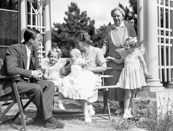 Prinses Juliana met haar gezin en haar moeder koningin Wilhelmina, veilig in Canada tijdens de Tweede Wereldoorlog. Beeld: Yousuf Karsh, Library and Archives Canada, via Wikimedia Commons.