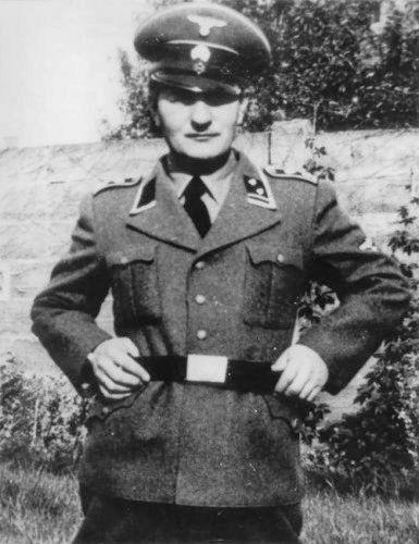 Menten in SS-uniform, volgens zijn advocaat is het een trucfoto.