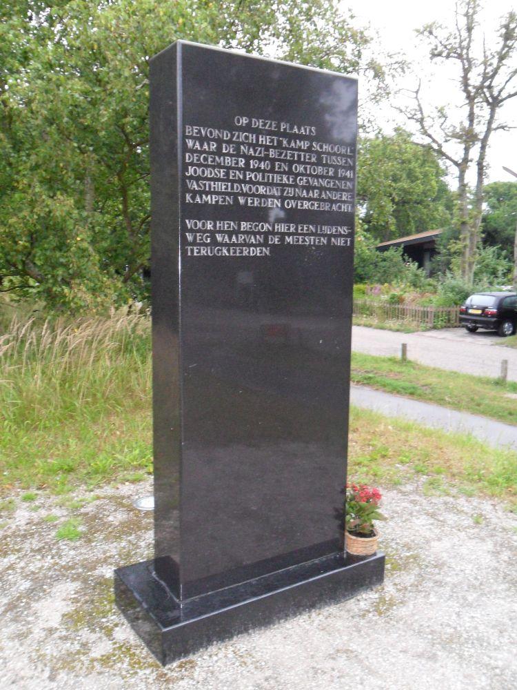 Het monument voor kamp Schoorl bij het bezoekerscentrum.