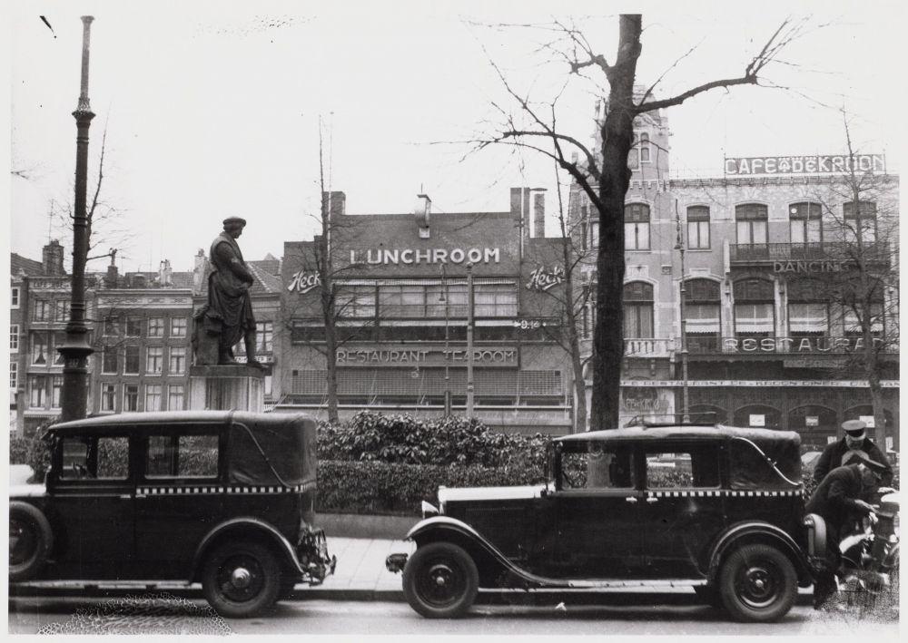 Het standbeeld op het Rembrandtplein rond 1940.