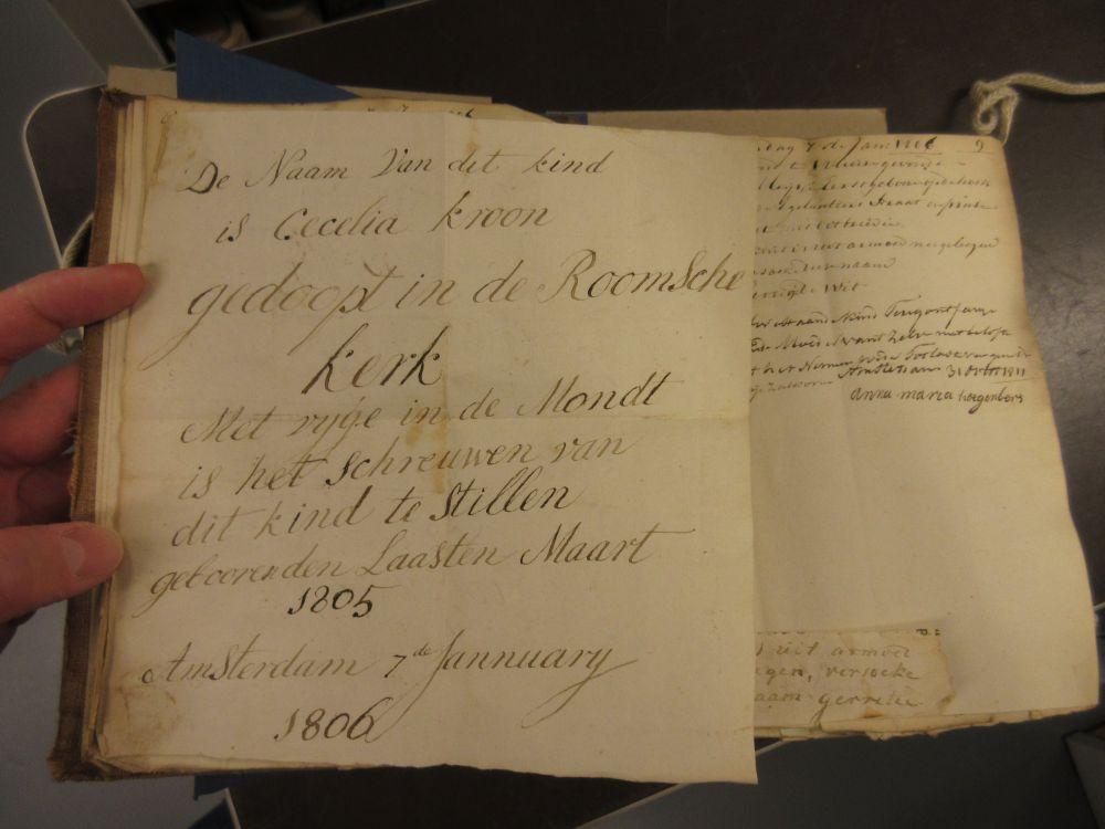 Register van opgenomen kinderen in het Aalmoezeniersweeshuis, 1806, Archief van het Aalmoezeniersweeshuis. Beeld: Stadsarchief Amsterdam.