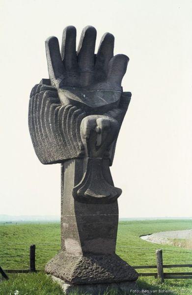 Voor de mannen is een monument opgericht op de plek van de fusillade.