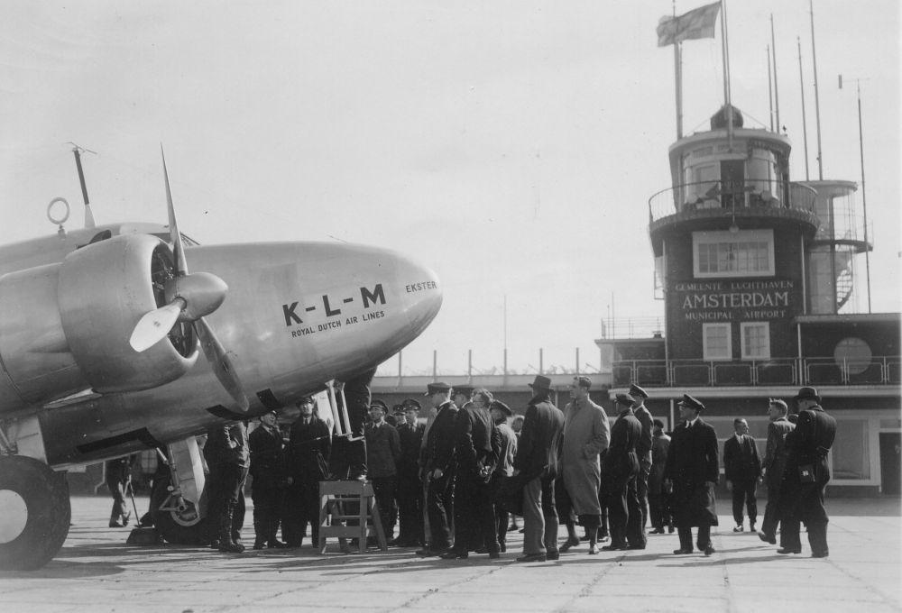 Vooroorlogs Schiphol in topjaar 1938, toen er 78.520 mensen via Schiphol reisden.