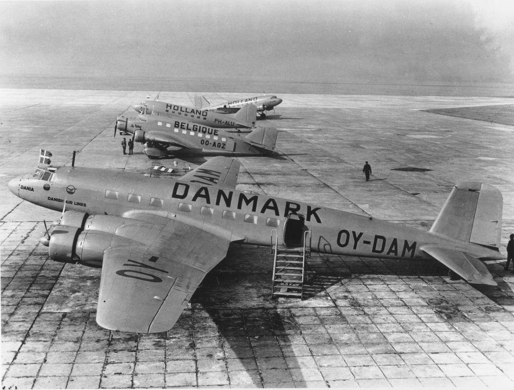 Met het oog op de dreigende oorlog wordt landidentificatie op vliegtuigen verplicht.